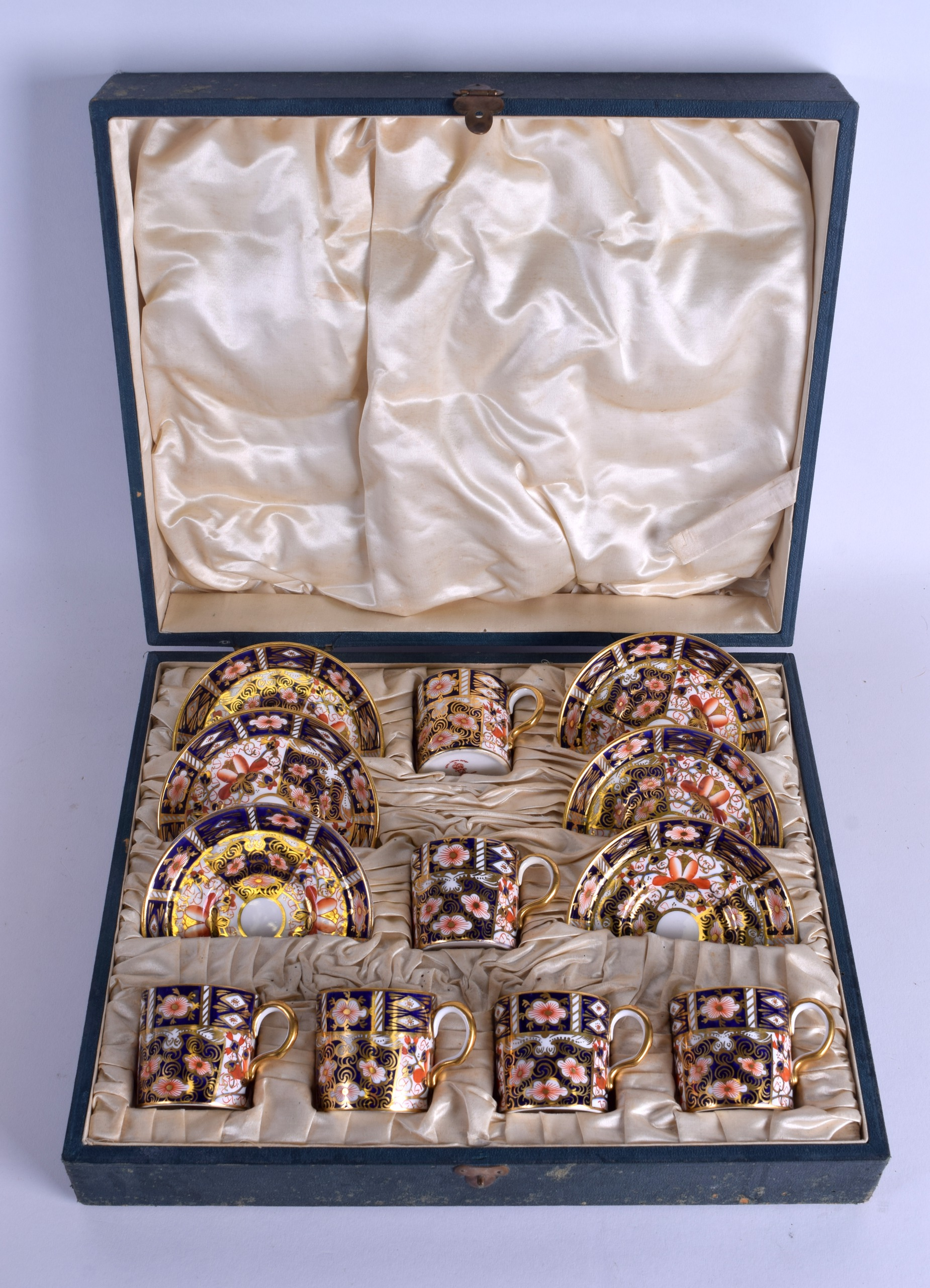 Lot 77 - A CASED SET OF SIX ROYAL CROWN DERBY IMARI PORCELAIN TEACUPS AND SAUCERS. (12)
