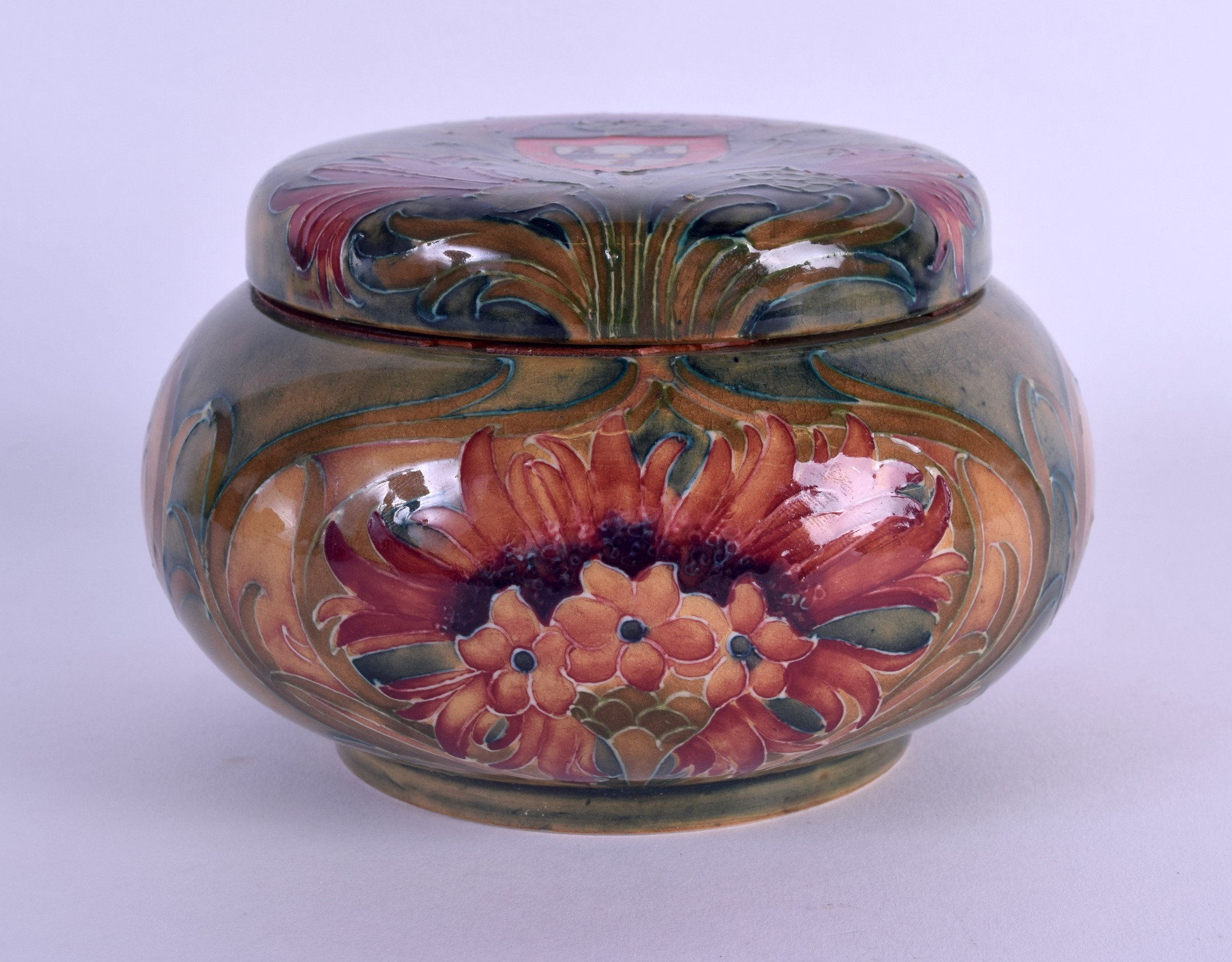 Lot 53 - A VERY RARE WILLIAM MOORCROFT ARMORIAL TOBACCO BOX AND COVER made for London's Oldest Pipe Shop