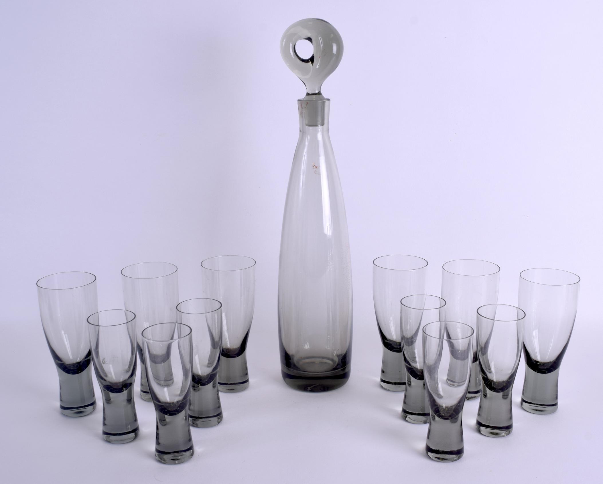 Lot 17 - A 1960's SCANDANAVIAN ARISTOCRAT DECANTER AND GLASSES designed by Per Lutkin. Decanter 38 cm