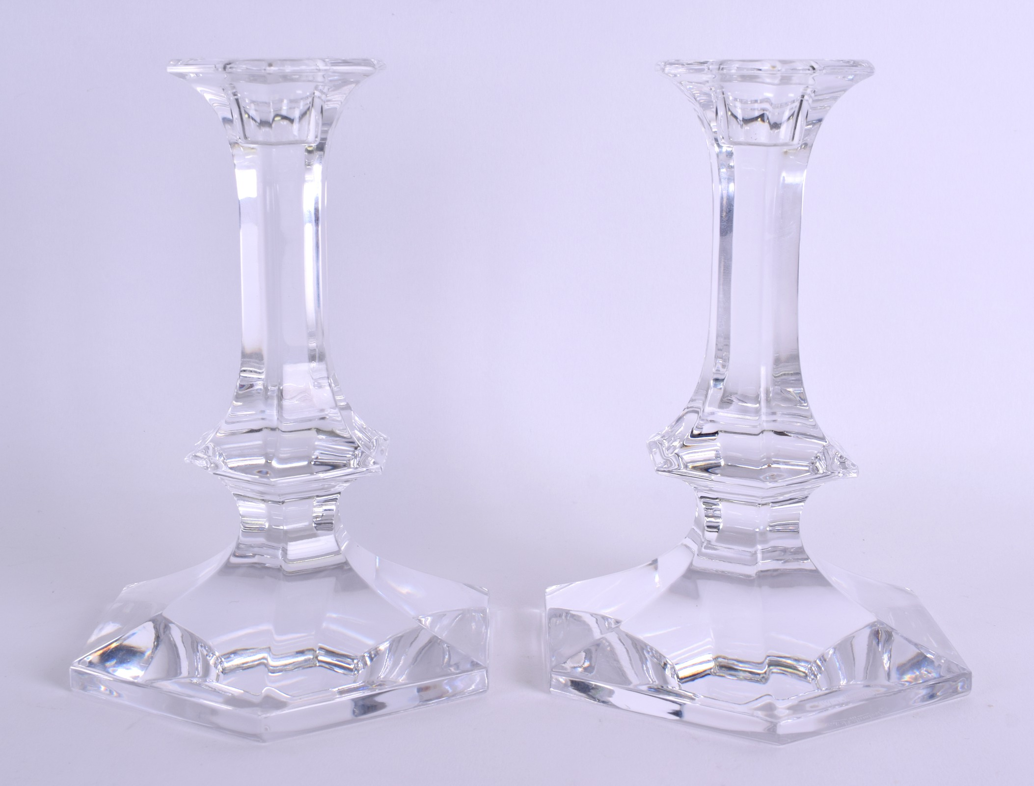 Lot 19 - A PAIR OF FRENCH VAL ST LAMBERT CRYSTAL GLASS CANDLESTICKS. 18 cm high.