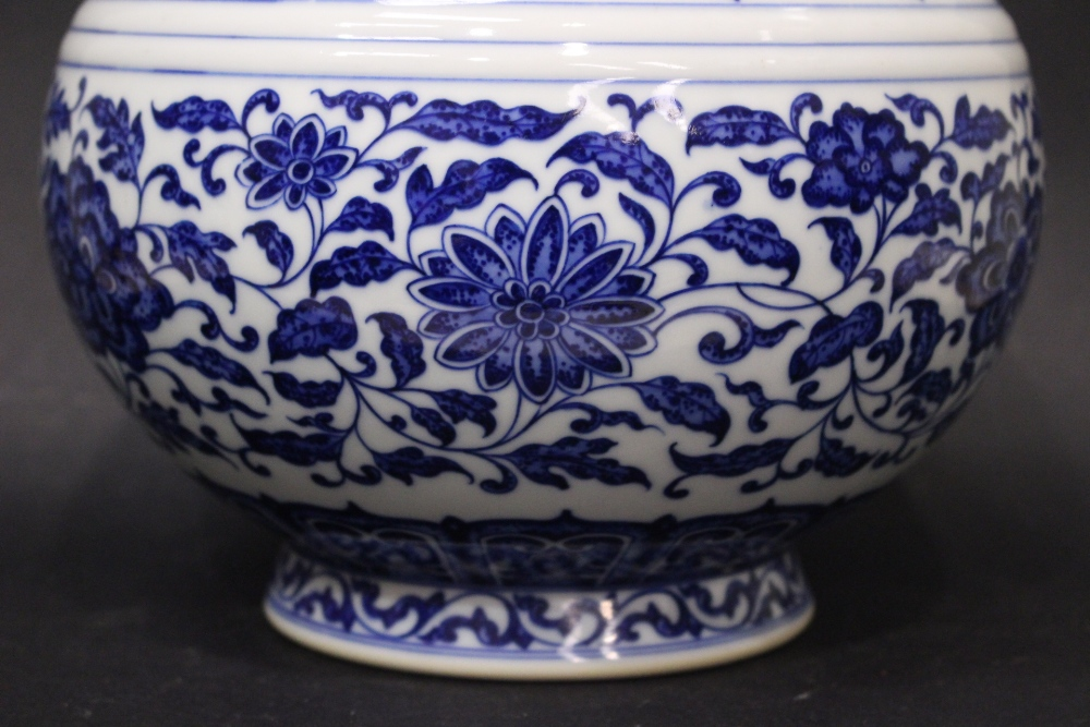 Lot 8 - A TALL CHINESE BLUE & WHITE VASE