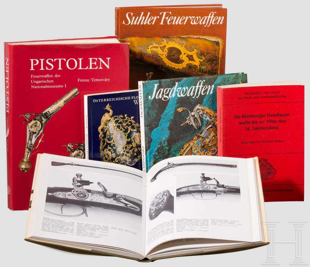 """Lot 29 - Sechs Bücher: Schuss- und Blankwaffen Ference Temesvary, """"Pistolen"""", Budapest, 1988, 472"""