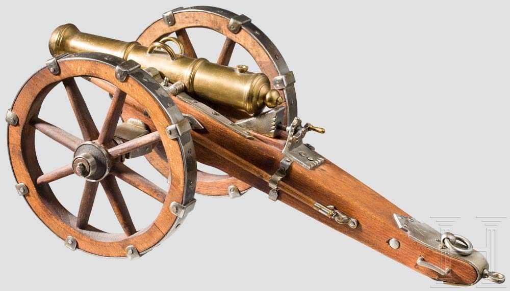 Lot 44 - Modellfeldgeschütz, Replika im Stil des späten 18. Jhdts. Balusterabgesetztes, glattes Bronzerohr im