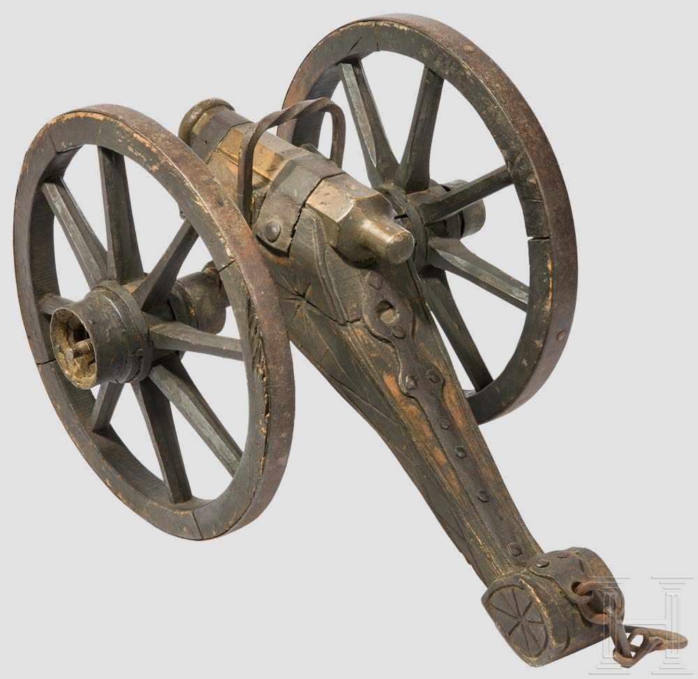 Lot 41 - Böllerkanone mit Messingrohr, deutsch, um 1900 Achtkantiges Rohr mit verstärkter Mündung und