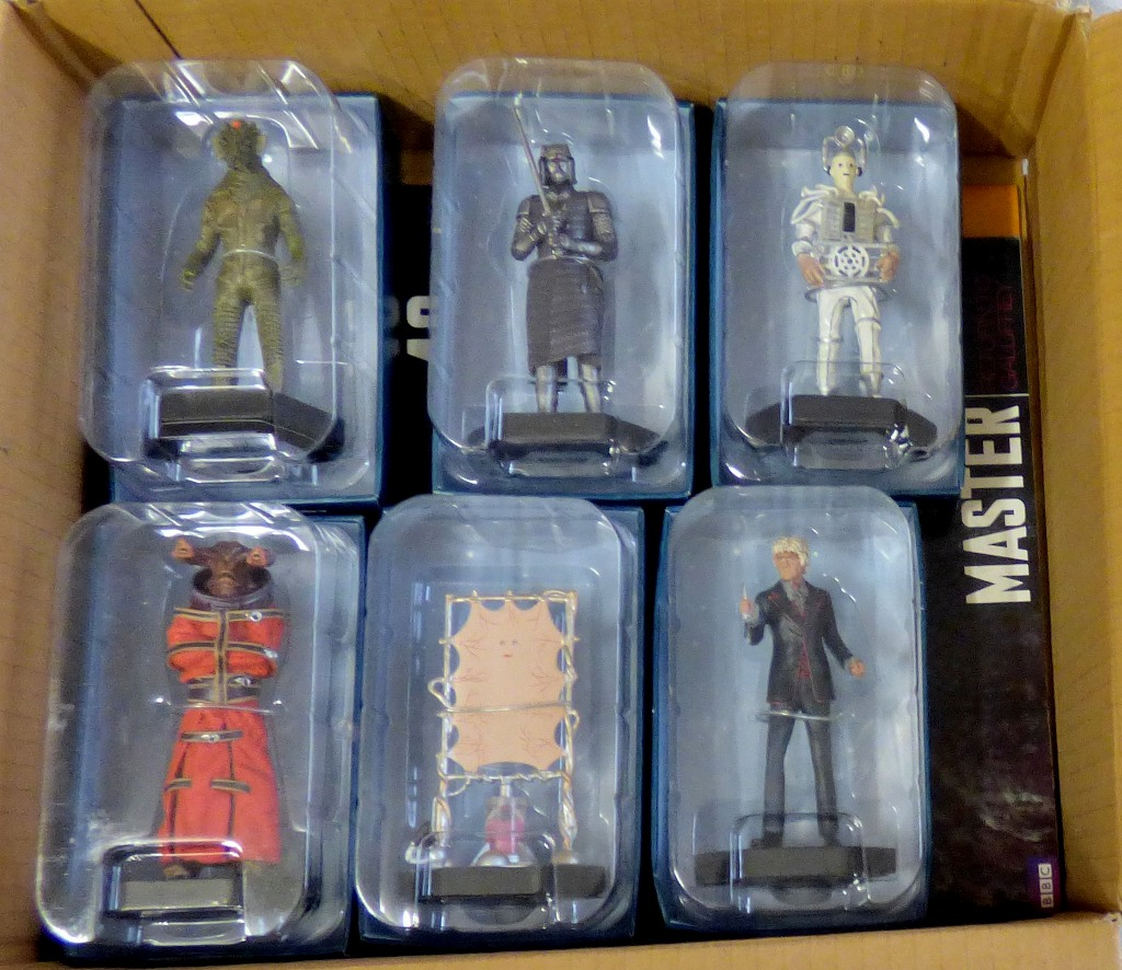 Lot 22 - Dr Who - (6) Figures + Magazines - Lady Cassandra ACO6364-The Third Doctor ACQ1280-Cyberman (Tenth