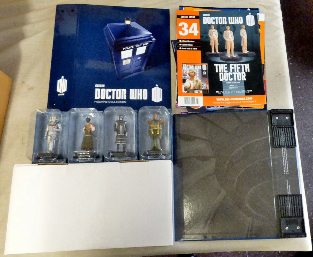 Lot 19 - Dr Who - (4) Figures + Plinth + Magazine Album with some magazines-models-Madame ABV8801-Cyber