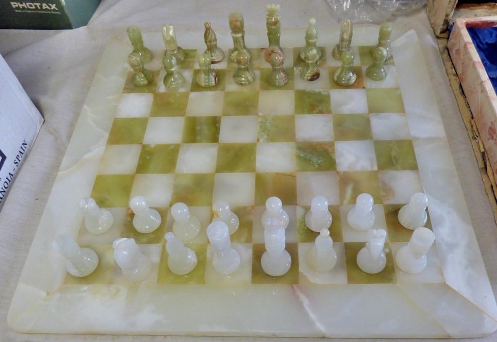 Lot 29 - Handmade White and Green Onyx Marble Chess Game Chess Setof Chinese Origin. One white bishop has