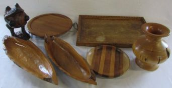 Various treen inc tray and frog