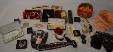 Large quantity of costume jewellery (selection photographed)