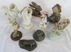 Pair of parian figures of children, Staffordshire figure (af),