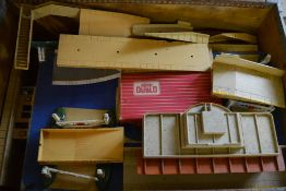 Box of Hornby Dublo accessories (AF)