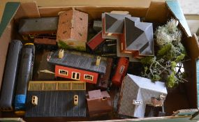 Various model railway scenery buildings and carriages / wagons