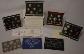 Various UK coinage sets and proof collections