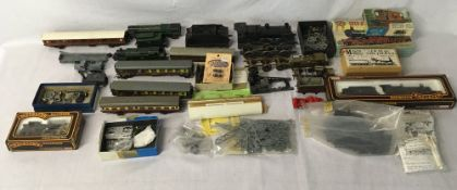 Various model trains & accessories some boxed some AF