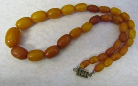 String of graduated butterscotch amber beads L 37.5 cm (excluding clasp) weight 17.