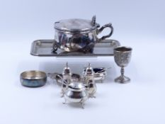 A THREE PIECE HALLMARKED SILVER CONDIMENT SET TOGETHER WITH TWO SILVER MUSTARD SPOONS AND A