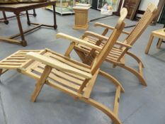 A PAIR OF GOOD QUALITY TEAK FOLDING STEAMER CHAIRS.