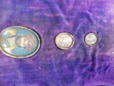 THREE INDO PERSIAN OVAL PORTRAIT MINIATURES OF GRADUATED SIZE IN A FITTED CASE. LARGEST 4.5 x 3.