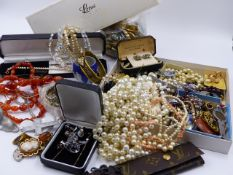 A LARGE SELECTION OF VINTAGE COSTUME JEWELLERY TO INCLUDE AGATE BEADS, MICRO MOSAIC PIECES, ETC.