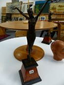 A PAIR OF ART DECO STYLE BRONZE FIGURES ON MARBLE BASES.