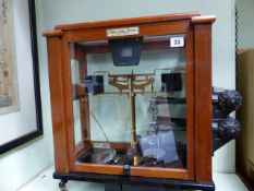 AN EARLY 20th.C.MAHOGANY CASED FINE SCIENTIFIC BALANCE BY OERTLING.