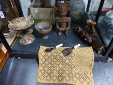 A GROUP OF AFRICAN TRIBAL CARVINGS TO INCLUDE A DISH TOP STOOL WITH PAINT DECORATION, TWO CARVED