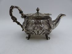 A SILVER HALLMARKED GEORGIAN EMBOSSED TEAPOT, DATED 1827 LONDON, APPROXIMATE WEIGHT 504grms.