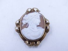 A LATE 19th CENTURY OVAL PORTRAIT CAMEO DEPICTING A CLASSICAL MUSE. MEASURMENTS 4cms X 3cms.