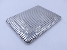 A SILVER HALLMARKED CIGARETTE CASE WITH A FADING GILDED INNER, DATED 1932 LONDON. MEASUREMENTS 11cms