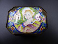 A CHINESE EXPORT OCTAGONAL ENAMEL SNUFF BOX WITH WESTERN STYLE PORTRAIT ROUNDEL TO TOP AND THE SIDES