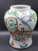 A CHINESE FAMILLE ROSE DECORATED LARGE VASE. H.36cms.