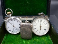 A SILVER VESTA AND TWO SILVER POCKET WATCHES TO INCLUDE A WALTHAM POCKET WATCH IN A DENNISON WATCH