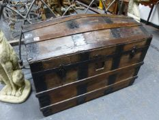 A VICTORIAN WOOD SLATTED BARREL TOP CABIN TRUNK WITH METAL BINDINGS. W.93cms.