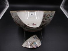A CHINESE EXPORT FAMILLE ROSE PORCELAIN BOWL, THE EXTERIOR PAINTED WITH BOATS ON THE WATER BY A