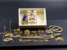 A SELECTION OF 9ct, 14ct AND 22ct GOLD JEWELLERY, ETC TO INCLUDE A 9ct GOLD CHARM BRACELET, 9ct HOOP