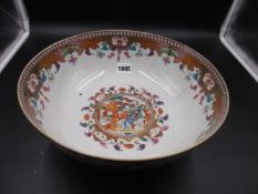 A CHINESE EXPORT MANDARIN PALETTE BOWL, THE EXTERIOR PAINTED WITH PANELS OF FIGURES ON A RED
