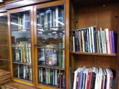 A LARGE COLLECTION OF BOOKS AND PUBLICATIONS RELATING TO FINE ARTS AND ARTISTS, PAINTINGS, ANTIQUES,