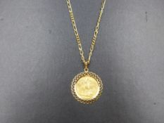 A 22ct 1912 FULL SOVEREIGN COIN IN A 9ct GOLD MOUNT, SUSPENDED ON A 9ct FIGARO CHAIN. 9ct WEIGHT 9.