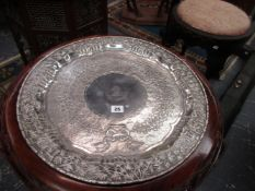A LARGE CHINESE SILVER SALVER, THE BORDER DECORATED WITH WARRIORS ON HORSEBACK, FOOT SOLDIERS,
