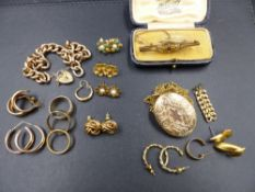 A SELECTION OF 9ct,18ct, 22ct, AND OTHER JEWELLERY TO INCLUDE A 9ct ROSE GOLD CHARM BRACELET, TWO