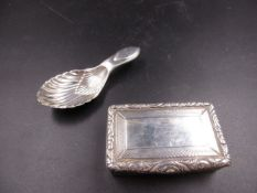 A SILVER HALLMARKED VINAIGRETTE AND CADDY SPOON. THE GEORGIAN VINAIGRETTE POSSIBLY DATED 1824 FOR