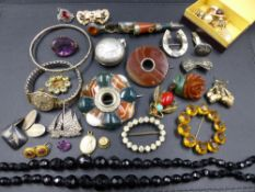 A SELECTION OF VICTORIAN AND OTHER JEWELLERY TO INCLUDE A PAIR OF ETRUSCAN REVIVAL TARGET