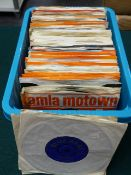 RECORDS. A QTY OF TAMLA MOTOWN ALBUMS AND 45 SINGLES c.1960/1970, APPROX 140 IN TOTAL.