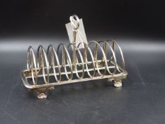 A 19th C. SILVER ELDER & CO TOAST RACK, DATED 1831, LENGTH 20cms, WEIGHT 437grms.