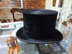 A VINTAGE AUSTIN REED BLACK TOP HAT, BAND SIZE 15.5 x 19.5cms.