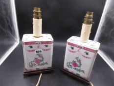 A PAIR OF FRENCH PORCELAIN TABLE LAMPS DECORATED IN THE CHINESE MANNER. H.26cms.