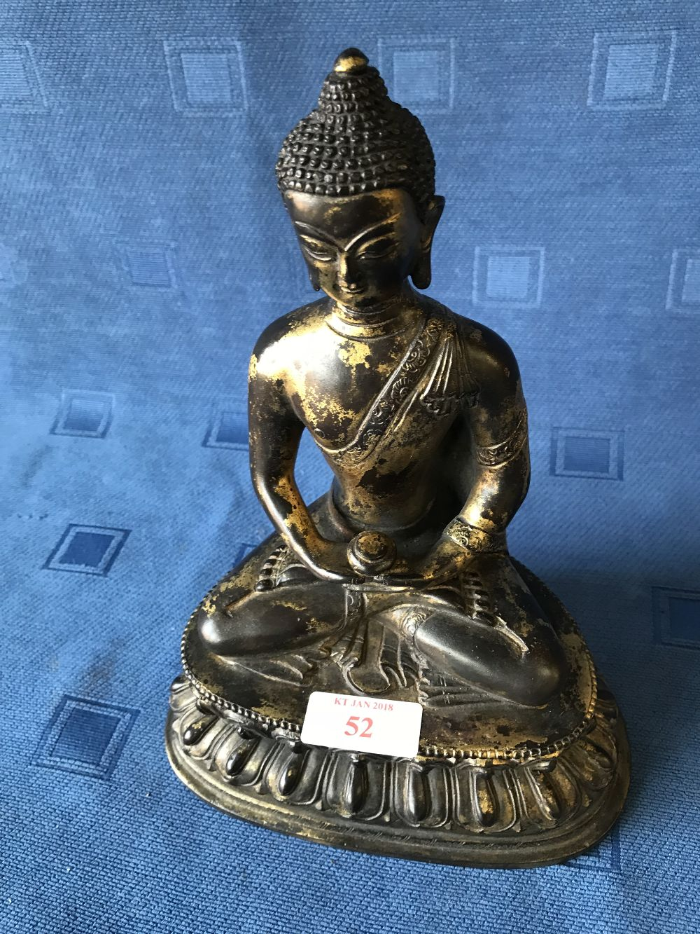 Lot 52 - Chinese bronze statue of a seated Buddha, 22cmH