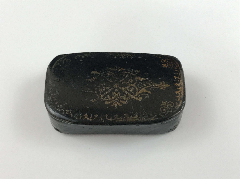 Lot 51 - A 19th Century lacquered papier-mache snuff box