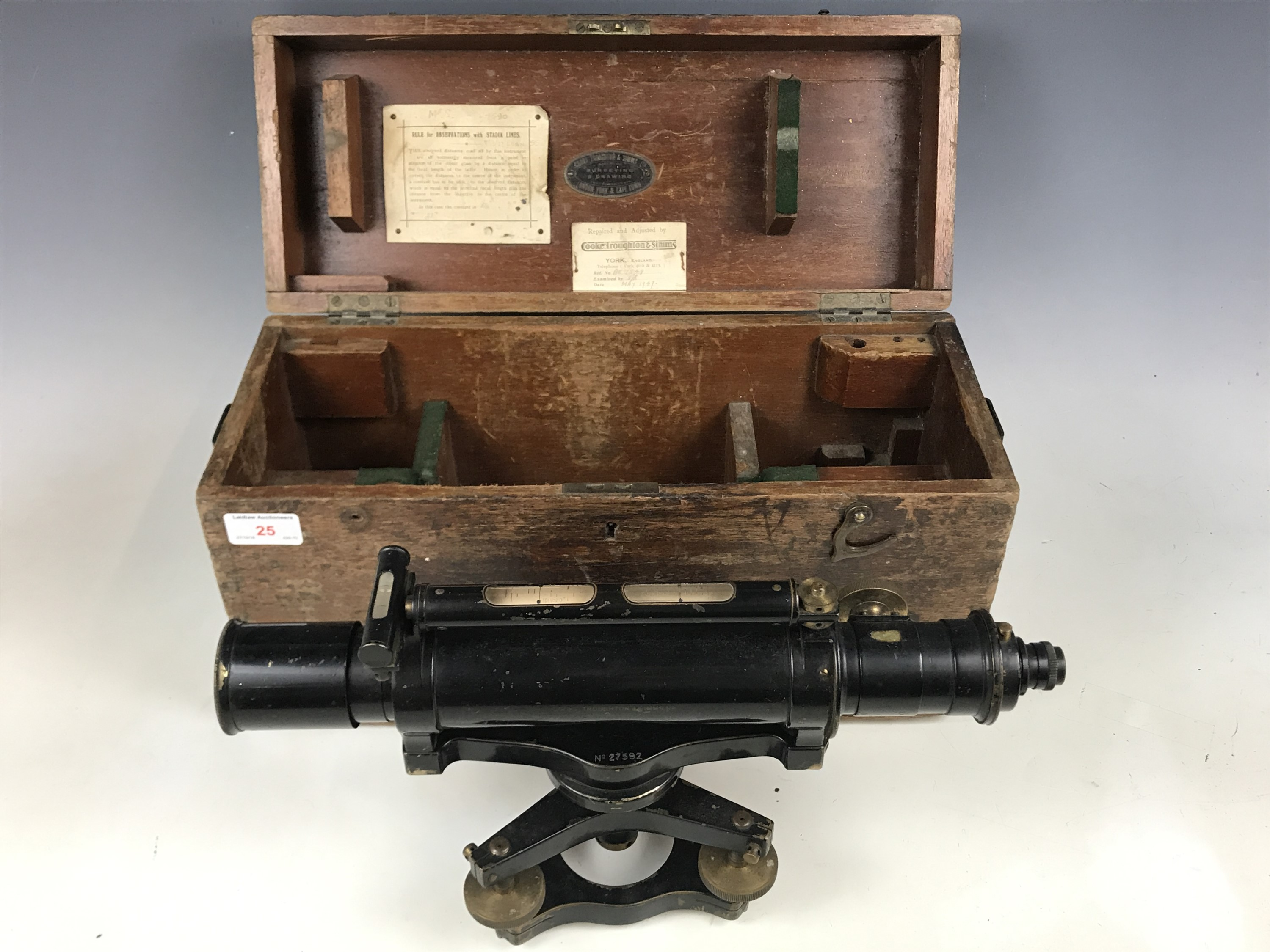 Lot 25 - A 1920s theodolite by Cooke, Troughton & Simms Ltd, No 27592, cased