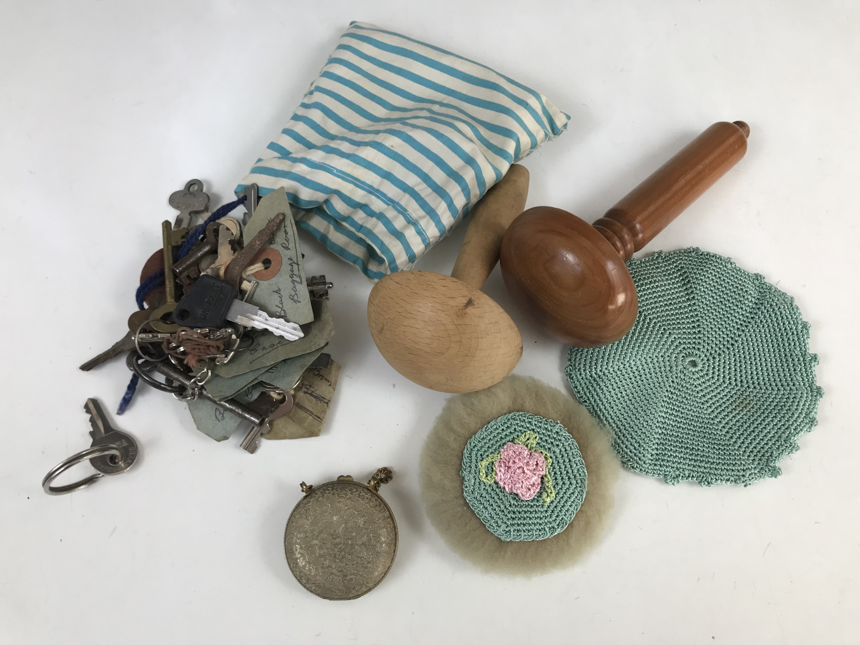 Lot 30 - Collectors' items including a hand-crocheted powder puff, a coin purse, two darning mushrooms, and a